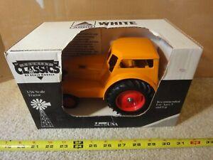 Vintage Scale Models, Moline Comfort UDLX, 1/16 diecast farm tractor. NOS/New!