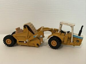 Vintage 1/64 Ertl IH International Harvester Mighty Movers 412B Scraper Die Cast