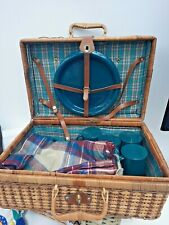 LARGE PICNIC HAMPER WITH 4 PLATES, 4 MUGS, BLANKET & TABLECLOTH, USED ONCE