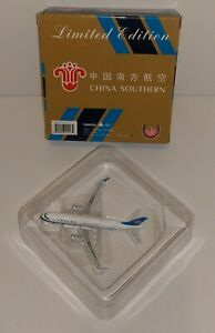 AIRBUS PHOENIX CHINA SOUTHERN  A320-200 PLATINUM SERIES 1:400 SCALE LIMITED ED.