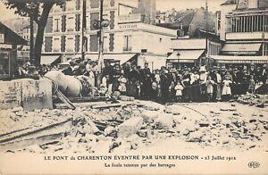 CPA 94 LE PONT DE CHARENTON EVENTRE PAR UNE EXPLOSION LA FOULE RETENUE BARRAGES