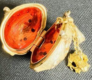 Faberge Ei Anhänger zum öffnen mit goldenem Frosch außergewöhnlicher Anhänger