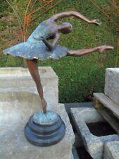 statue d une ballerine en bronze patiné , très jolie danseuse  bronze signé !