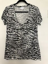 WITCHERY ANIMAL PRINT SHORT SLEEVE V NECK TOP SIZE M / 10 AS NEW