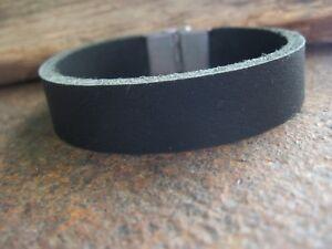 Büffelleder Leder Armband Herren Männerarmband schwarz Lederarmband Edelstahl