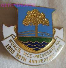 BG7413 - INSIGNE BADGE Worcestershire Vice Presidents Bowling Association 1988