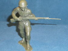 """PLASTIC TOY SOLIDER 5-1/4"""" TALL HAS BAYONET NICE military men ARMY MAN item #3"""
