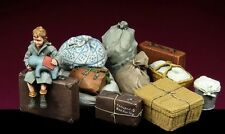 1/35 World War II Child With luggage Resin Model Kit (1 Figure and All Luggage)