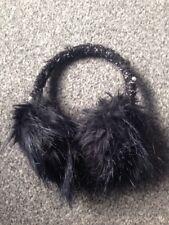 En fourrure noire cache-oreilles avec perles. Femmes. Filles