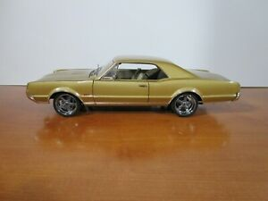 HIGHWAY 61 1/18 GOLD 1967 OLDSMOBILE 442 USED *ISSUE* NO BOX *PLEASE READ