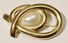 broche bijou vintage relief ajouré avec cabochon perle poire couleur or * 3382