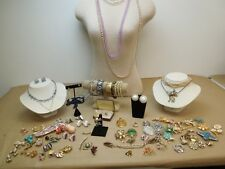 DEALER LOT 75+ PIECE VINTAGE COSTUME JEWELRY SOME SIGNED SARA COVENTRY KREMENTZ