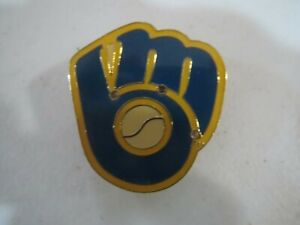 VINTAGE PIN - MILWAUKEE BREWERS
