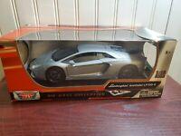 Motor Max Lamborghini Aventador LP700-4 1:18 Scale Diecast Model Exotic Car