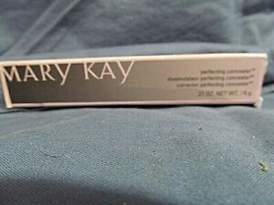 Mary Kay Perfecting Concealer Light Ivory .21 oz net wt NIB