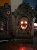 Spooky 24'' Tombstone HALLOWEEN Sounds Lighted LARGE Motion Activated Skull