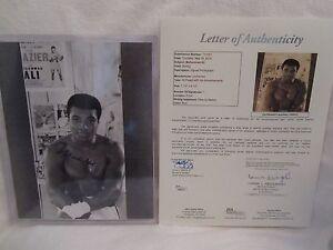 Muhammad Ali (D 2016) Autographed 8x10 Black & White Photo - Full JSA L.O.A.