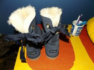 Lady's navy blue boots KOOLABURRA BY UGG LEATHER SUADE  VERY CUTE TIE BACK