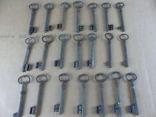 Lot de 21 anciennes clés clefs dont FER FORGE , longueur 9 à 10 cm lot 5