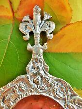 Passoire à thé ancienne métal argenté fleur de lys. Sieve with tea silvery metal