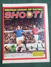 SHOOT-FOOTBALL MAGAZINE-24 APRIL 1971-JACK CHARLTON-WILLIE MORGAN-IAM McFAUL