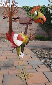 Metalldekoration. Vogel- Fantasie. Gartendekoration in traumhaften Farben.