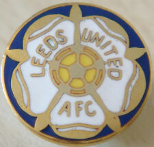 LEEDS UNITED Club crest type badge Stud fitting In gilt 18mm x 18mm