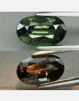 Granate con cambio de color 0.97ct 7x4.4mm oval sin tratar natural de afric raro