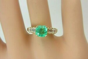 18k Yellow Gold 0.80 ct Emerald and Baguette Diamond Ring 1.20 ct TW