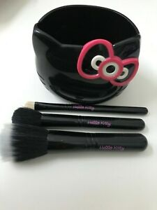 MAC Hello Kitty BRUSH COLLECTION 3 Brushes & Holder Limited Edition