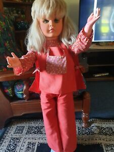 COLLECTABLE VINTAGE 1970S CANADIAN  INCH REGAL DOLL  ORIGINAL OUTFIT ONLY.