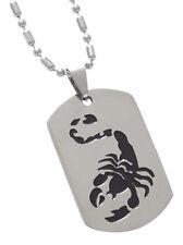 Collier, pendentif scorpion argenté et noir avec chaine.