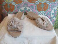 Stuart Weitzman Suede Sandals 🎊Size 8 M Shimmer Bow Women's