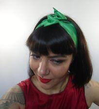 Bandeau foulard cheveux rigide cordon maléable tissu vert satiné pinup rock