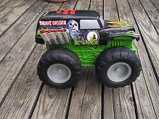 "Hot Wheels Rare 2003 GRAVE DIGGER Monster Jam Truck LARGE 8"" Tall Motorized"