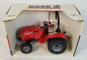 Farmall Case IH DX33 Utility Tractor New Product Intro By Scale Models Ertl 1/16
