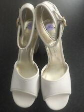 Bronx Ladies Cream Leather Ankle Strap Sandals Size 6 Brand New