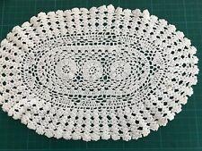 Besondere TISCHDECKE ♛ HÄKEL Decke  Handarbeit Creme/weiss  oval ca 23 x34 cm
