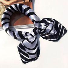 Foulard bandana carré satin 50 x 50 cm esprit couture noir et blanc zébrée