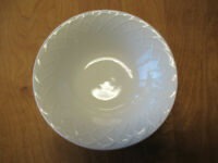 "Oneida PICNIC Vegetable Serving Bowl 9"" All White Embossed Arches 1 ea"