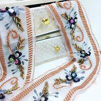 Galon blanc , brodé de sequins bronze et perles  1m x 80 mm