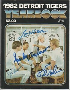 Morris, Whitaker, Gibson AUTOGRAPHED VINTAGE 1982 DETROIT TIGERS Yearbook SIGNED
