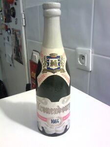 Brosse publicitaire Kronenbourg 1664 en forme de bouteille de bière, en bois