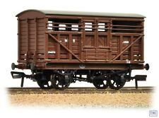 37-708A Bachmann OO Gauge 12T LMS Cattle Wagon LMS Brown