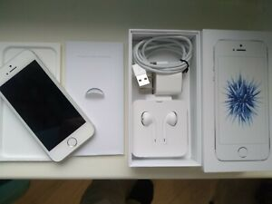 Apple iPhone SE - 1st Gen - 32GB - Silver (Factory Unlocked) A1662 (CDMA + GSM)