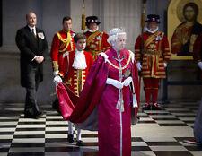 Queen Elizabeth II 10 x 8 UNSIGNED photo - P1026