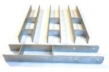Lot de 16 Supports  acier galvanisé à sceller pour poteaux bois 90x90mm.