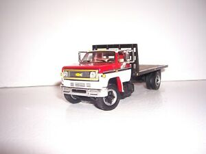 DCP FIRST GEAR 1/64 RED&WHITE CAB BULKHEAD CHEVY C65 SINGLE AXLE FLATBED TRUCK