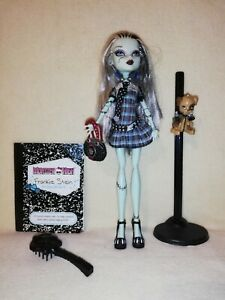 Monster High Frankie Stein - First Wave Original. COMPLETE SET READY TO DISPLAY!