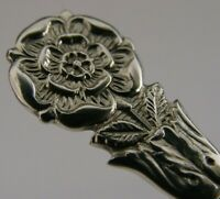 QUALITY STERLING SILVER TUDOR ROSE TEA CADDY SPOON 1972 ENGLISH